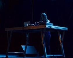 LABORATORIO DE DJ PARA MUJERES JÓVENES (jóvenes de entre 16-25 años)